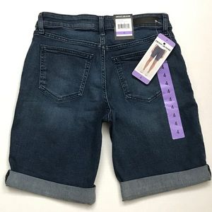 NEW- DKNY Women's Bermuda Shorts, size 4